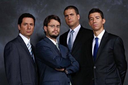 Os primeiros sketches do grupo foram exibidos em 2004 na SIC Radical