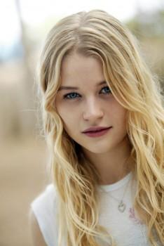 Emilie De Ravin 9