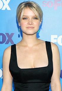 Sarah Jones Sarah Jones Protagonista De «Alcatraz» Junta-Se Ao Elenco De «Vegas» Da Cbs