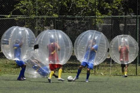 Futebolha No Caldeirão Do Huck Estrelas Jogam Futebolha No «Caldeirão Do Huck»