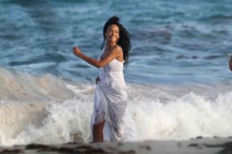 On The Set Of A Bta Campaign In Barbados 9 August 2012 Rihanna 31787072 1640 1092 Rihanna Protagoniza Anúncio De Turismo