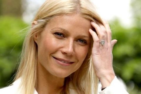 Gwyneth Paltrow vive «Holy Holyday»  na série da FOX, «Glee»