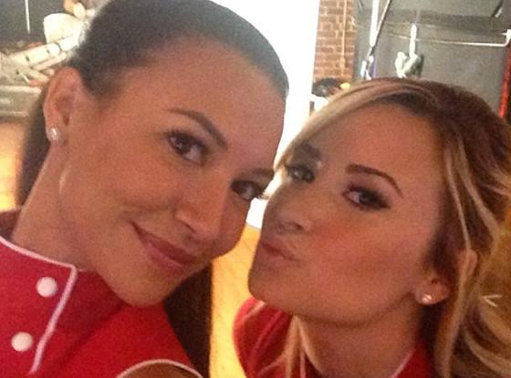 Demi Lovato e Naya Rivera nos bastidores de «Glee»