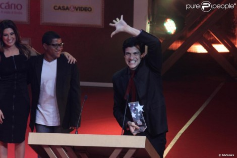 100649 Xxxxx Recebe O Premio Extra Da Tv No 620X0 2 Mateus Solano É Ovacionado Ao Receber Prémio De «Melhor Ator»