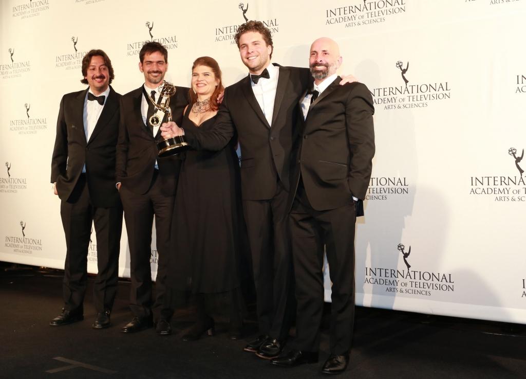 Lado A Lado Emmy «Lado A Lado» Volta A Ser Novela Mais Vista Do Cabo
