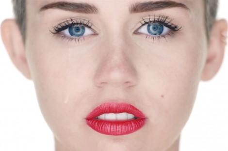 "Miley Cyrus Wrecking Ball Video Ftr Miley Cyrus De Luto: ""Vou Sentir A Tua Falta O Resto Da Minha Vida"""