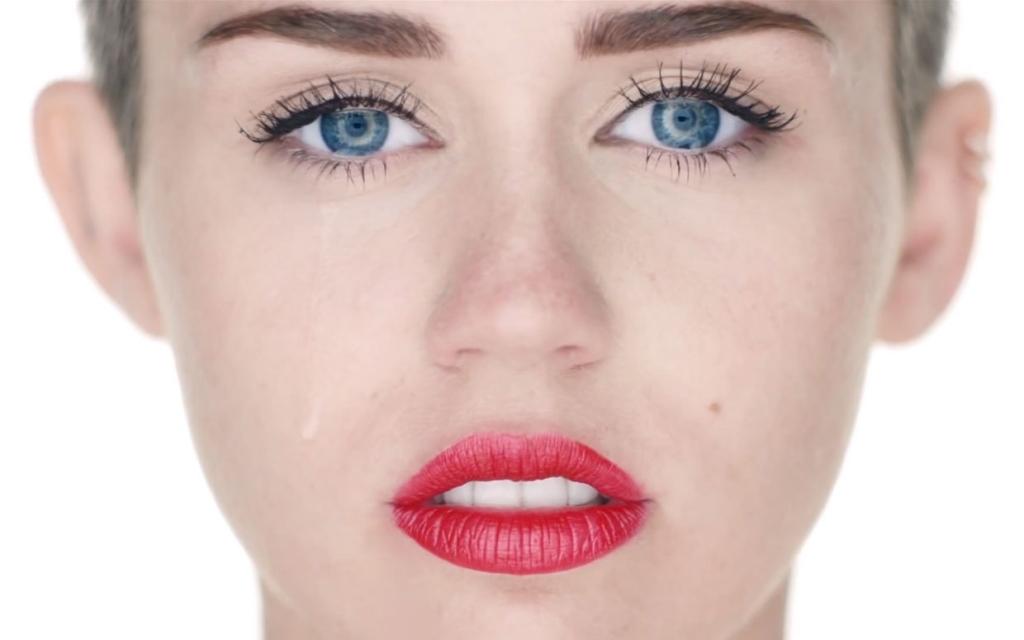 Miley Cyrus Wrecking Ball Video Ftr Miley Cyrus Revela Detalhes Sobre A Sua Atuação Nos «Mtv Ema 2013»