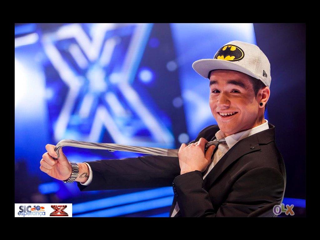 Acessórios Dos Concorrentes Do «Factor X» Estão Em Leilão