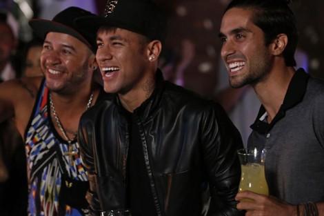 Neymar 1 Neymar Faz Participação Em «A Regra Do Jogo» [Com Fotos]