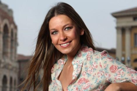 Vanessa Oliveira Vanessa Oliveira Feliz Por Apresentar Os Casamentos De Santo António