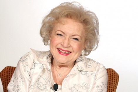 betty white portrait 1024x6401 Betty White participa em «Bones»