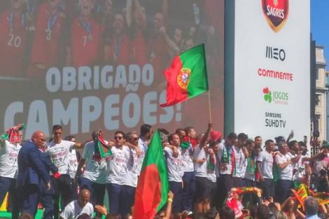 Portugal Iii Portugueses Escolhem Rtp Para Assistir À Chegada Da Seleção A Portugal