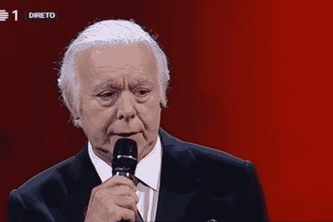 carlos do carmo «The Voice Portugal»: Carlos do Carmo interrompe canção para dar «puxão de orelhas» ao público