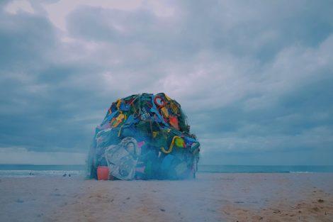 Natgeo Bordalo Ii 1 National Geographic Alerta Para Lixo Nos Oceanos Em Praia De Carcavelos