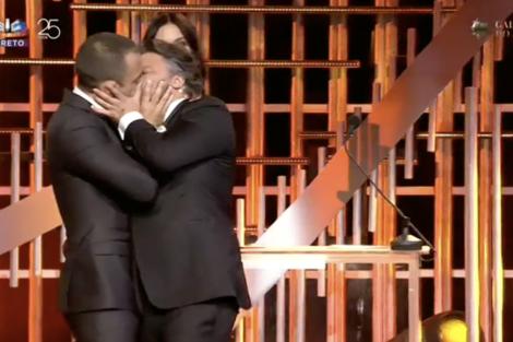 Cesar Mourao Jose Fidalgo Globos De Ouro 1 César Mourão E José Fidalgo Beijam-Se Na Boca Nos Globos De Ouro