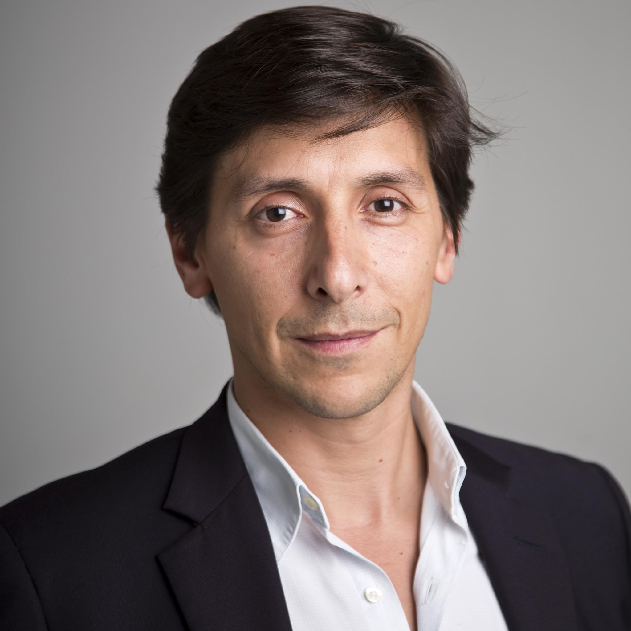 Bernardo Ferrao Jornalista Da Sic Internado. Avião Obrigado A Aterragem De Urgência