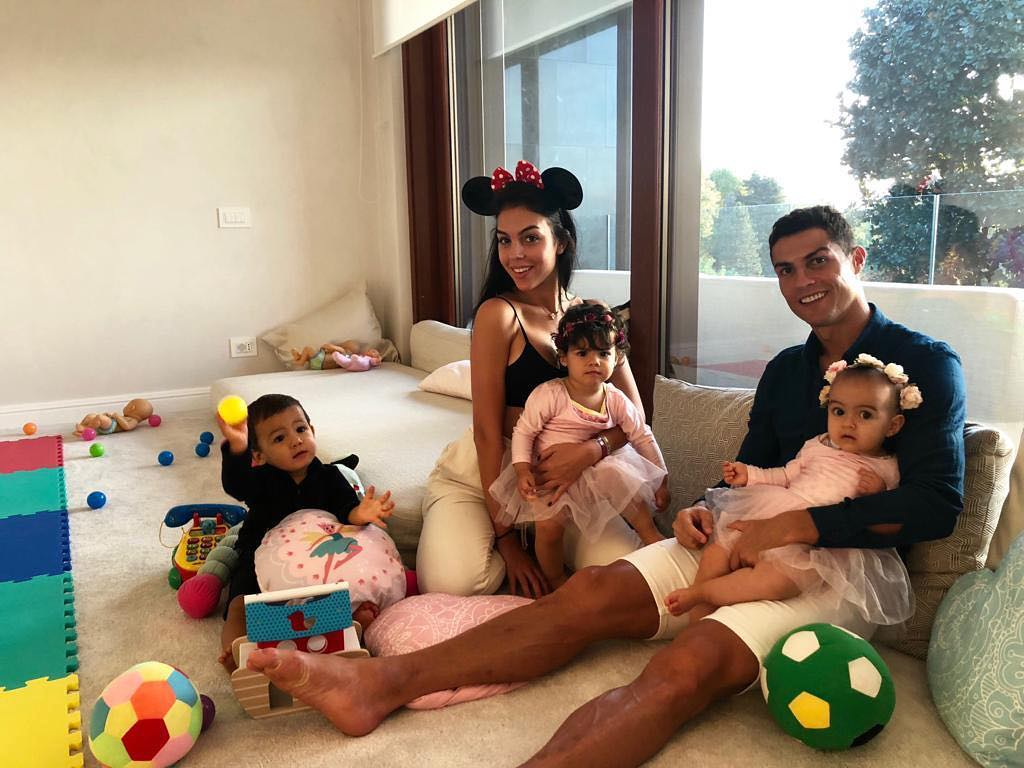 Cristiano Ronaldo Georgina Rodriguez Filha De Cristiano Ronaldo Já Chama Pelo Pai. Veja O Ternurento Vídeo
