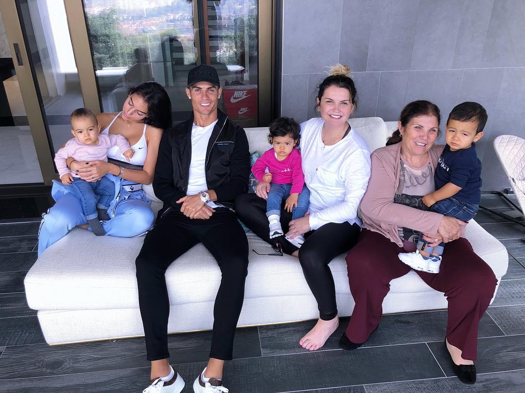Cristiano Ronaldo Katia Aveiro Dolores Italia 2 Irmã E Sobrinha De Ronaldo São Quase Iguais... Mas Em Tempos Muito Distintos