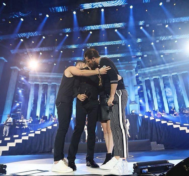 tony carreira mickael david sara 1 Tony Carreira e os três filhos em palco pela primeira vez a cantar. Veja o vídeo
