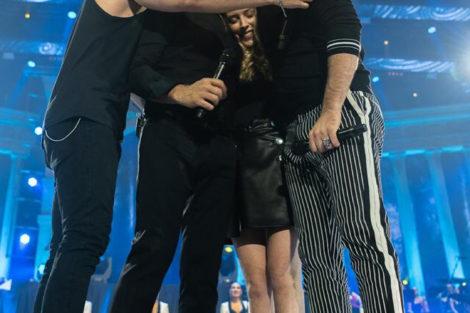 tony carreira mickael david sara 2 Tony Carreira e os três filhos em palco pela primeira vez a cantar. Veja o vídeo