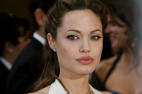 2 9 e1564494306152 Angelina Jolie desfruta do feriado para almoçar com os filhos