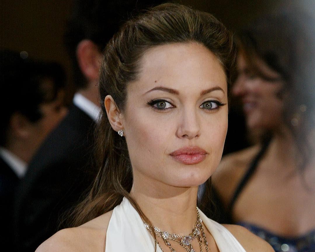2 9 e1564494306152 Angelina Jolie prepara-se para ser mãe… Pela sétima vez!