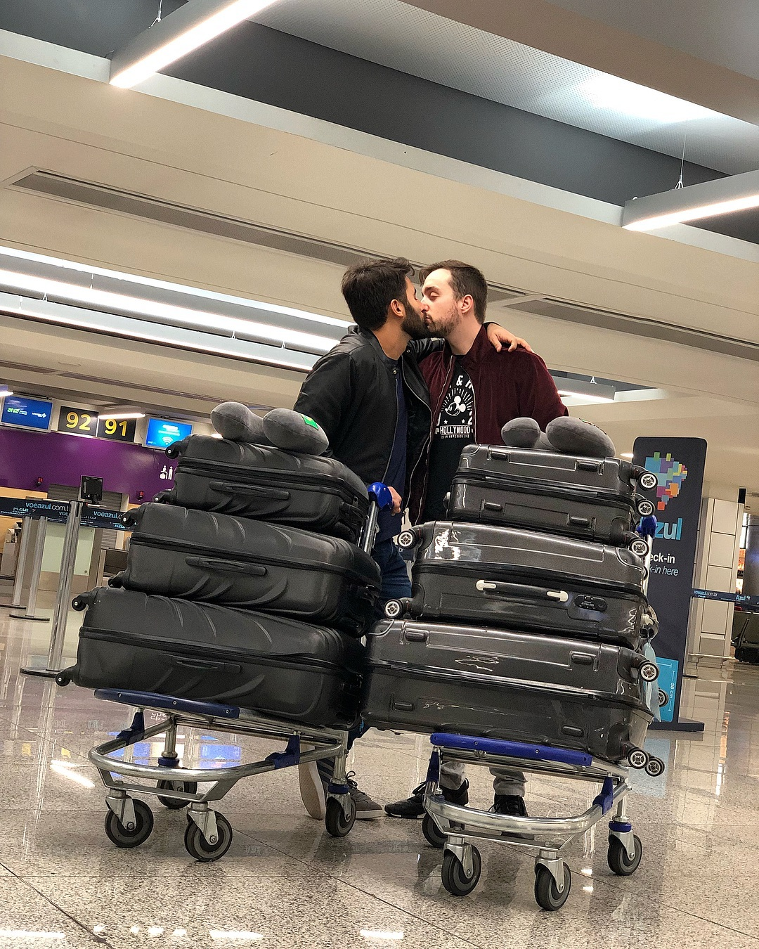 """tiago rufino luan tiofilo viagem 1 Tiago e Luan estão de partida: """"Lá vamos nós com a casa às costas viver mais um sonho"""""""