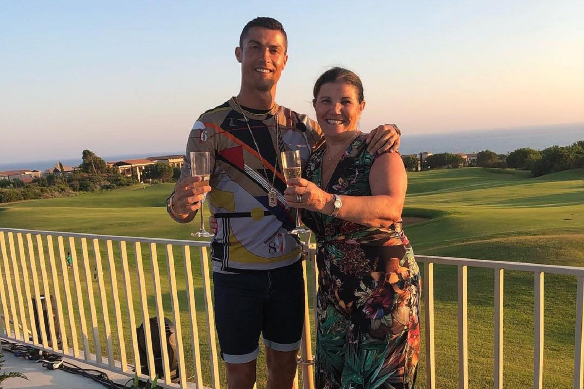 Cristiano Ronaldo Dolores Aveiro Revelada Fotografia Antiga De Cristiano Ronaldo Com Os Pais