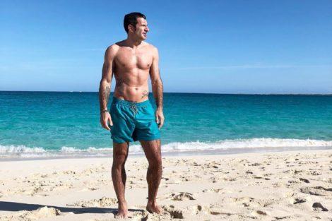 Luis Figo Dest Inédito. Luís Figo Toma Banho Com Porcos Durante Férias Nas Bahamas