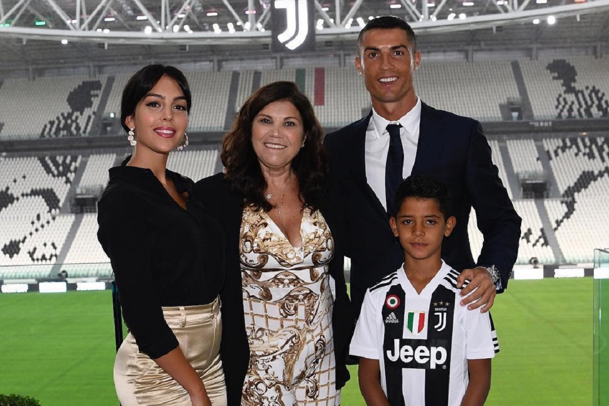 """GeorginaRodrigues CristianoRonaldo DoloresAveiro Juventus Cláudio Ramos arrasa namorada de Ronaldo: """"A Georgina não é boa nora"""""""