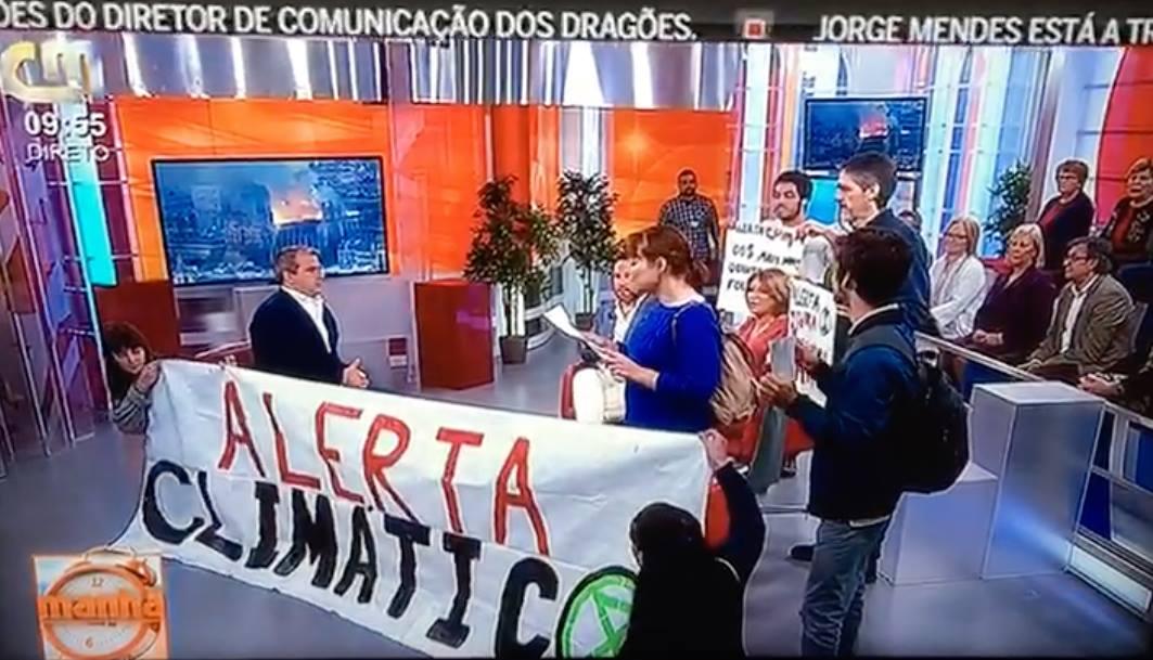 CMTV Insólito! Ativistas invadem programa da CMTV em direto (vídeo)