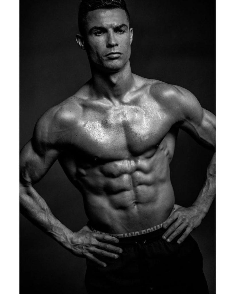 Cristiano Ronaldo Só De Boxers, Cristiano Ronaldo Arranca Suspiros