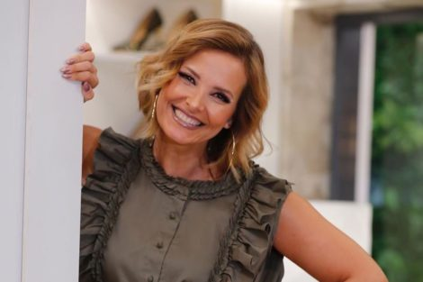 Cristina1 Cristina Ferreira Conquista Com Vestido Romântico