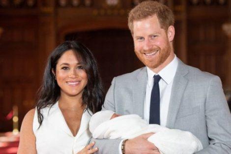 Harrymeghan As Primeiras Imagens Do Bebé De Harry E Meghan