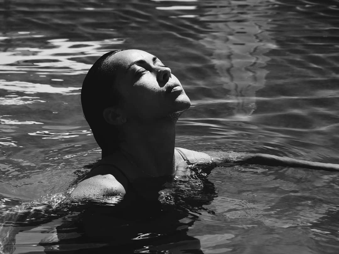 """deboramonteiro 1 """"Quente"""": Sensualidade de Débora Monteiro dá que falar"""
