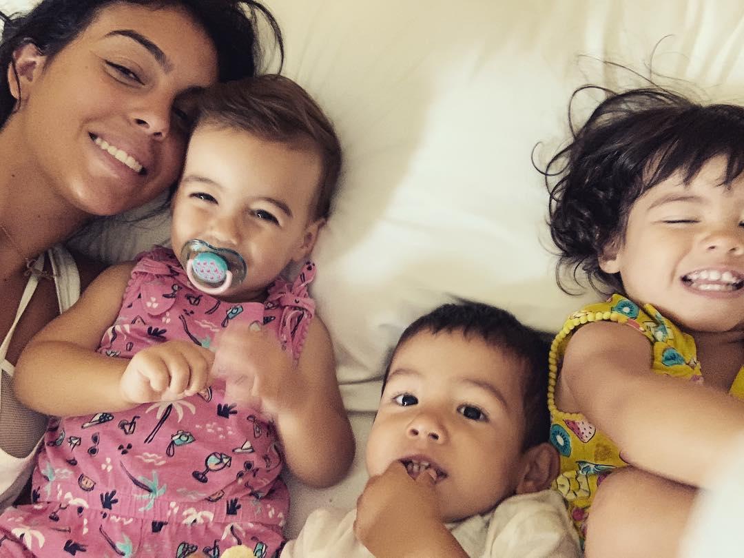 65783325 330955367817398 7138495833464499376 N Georgina Rodríguez Passa Manhã Divertida Com As Crianças