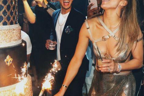 66387448 572631183141022 7723463270942428501 N Jennifer Lopez Surpreende No Seu 50º Aniversário Com Vestido De 11 Mil Euros