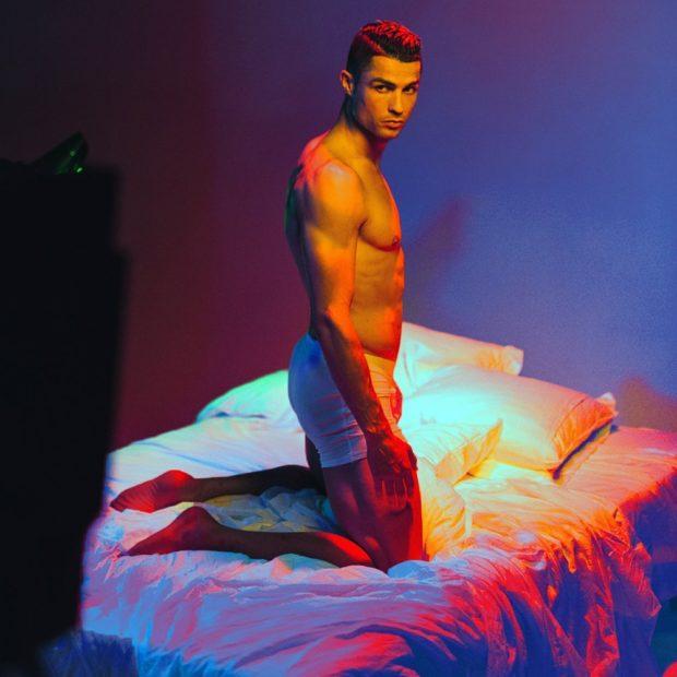 """Cristiano """"Que homem""""! Cristiano Ronaldo na cama e em cuecas"""