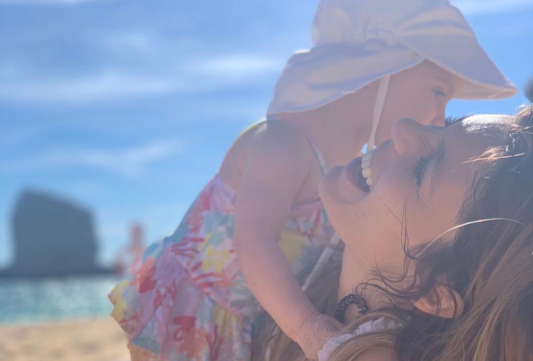 Andreia Rodrigues Andreia Rodrigues 'Derrete' Fãs Em Foto Com A Filha: &Quot;Doce Momento Maternal&Quot;
