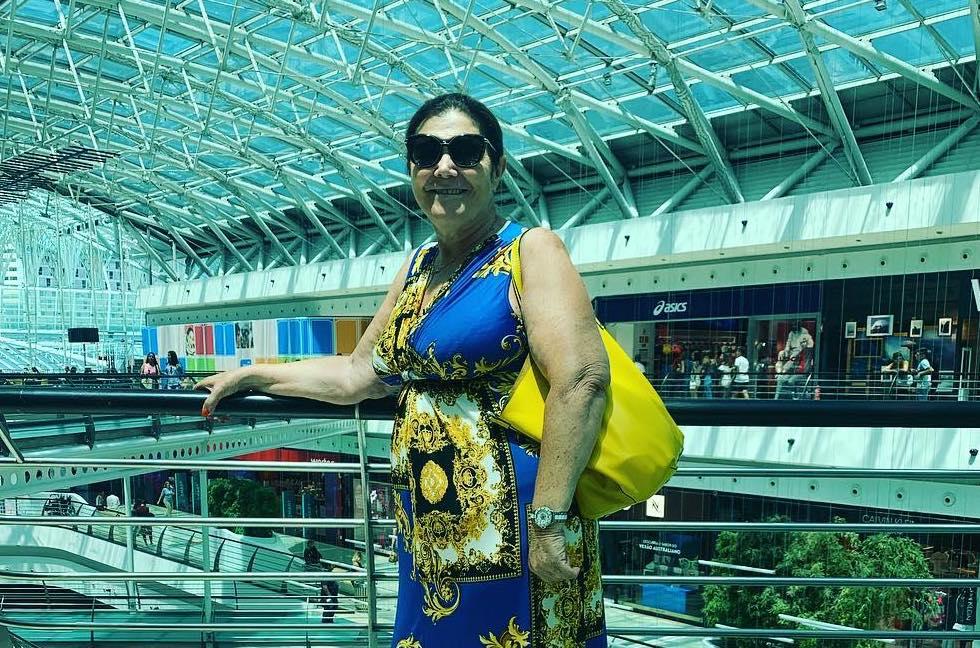 Doloresaveiro 1 Dolores Aveiro Passeia Num Centro Comercial Em Lisboa