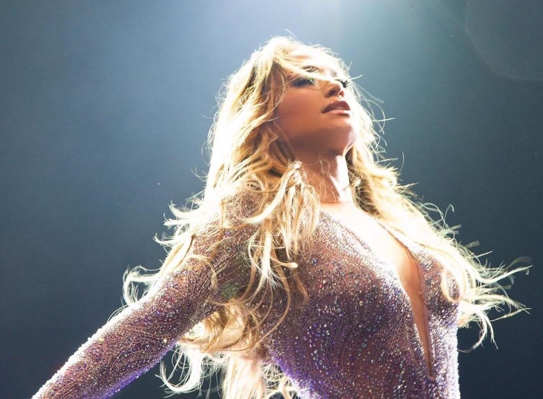 Jennifer Jennifer Lopez Aparece Em Vídeo Amoroso Com Os Filhos E Sem Maquilhagem