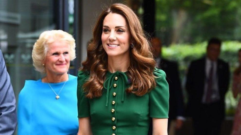 Kate Middleton Deslumbra Com Vestido De Milhares De Euros