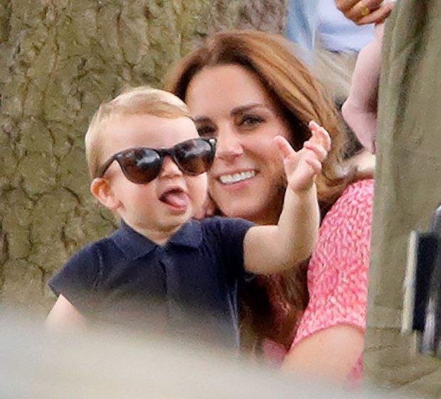 Louis Príncipe Louis Protagoniza Momento Divertido Junto Da Mãe