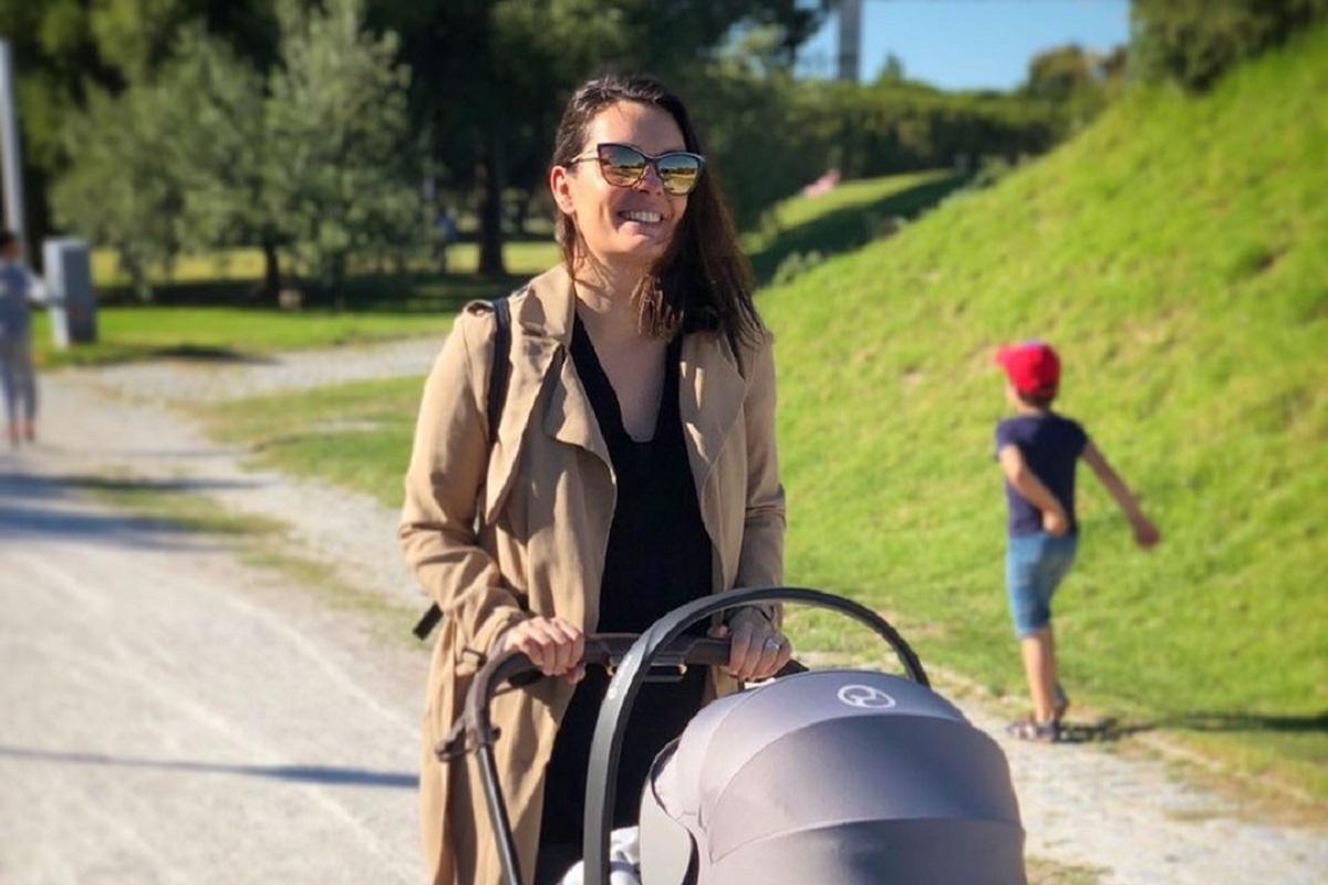 Melania Gomes I Sem Preconceitos! Melânia Gomes Completamente Nua Para Amamentar A Filha