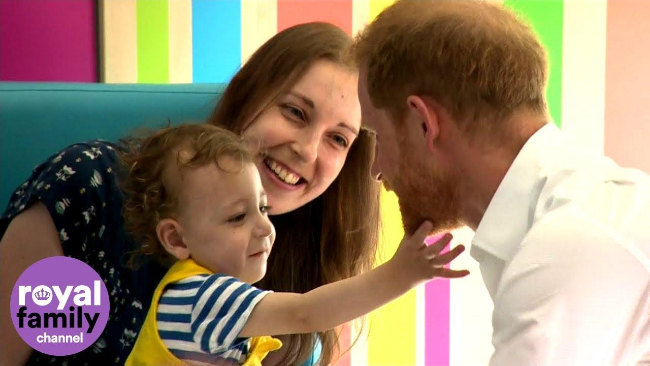 Principe Harry Príncipe Harry Visita O Mesmo Hospital Que A Princesa Diana