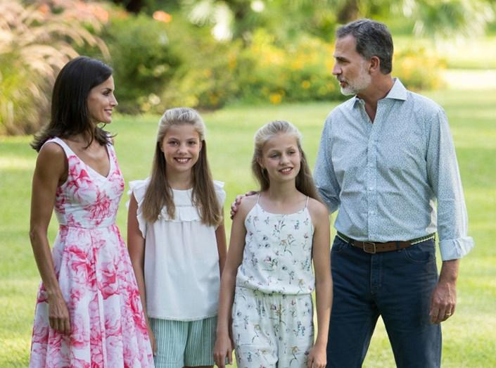 Os Reis De Espanha E As Filhas Divertem-Se Em Família