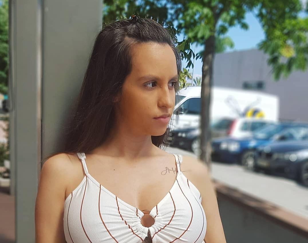 kika gomes Encantada com a maternidade, Kika Gomes comemora primeiro mês da filha