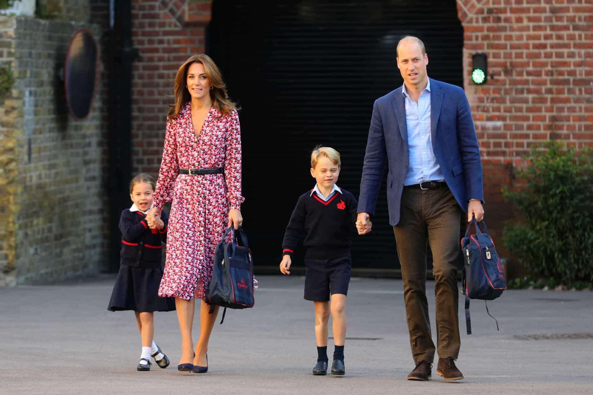 Charlotte Pais Num Sítio E Crianças Noutro. Esta É A Tradição Real Britânica
