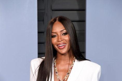 Naomi Campbell 2 Vestido Polémico De Naomi Campbell Simula Ferida De Bala