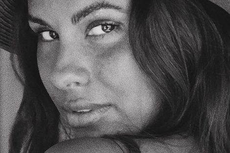 Carolinaloureira E1570548113345 &Quot;Deusa&Quot;: Carolina Loureiro Mostra Sensualidade Depois Do Banho